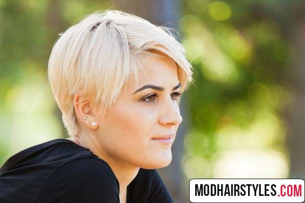 layered short hairstyle idea for blonde